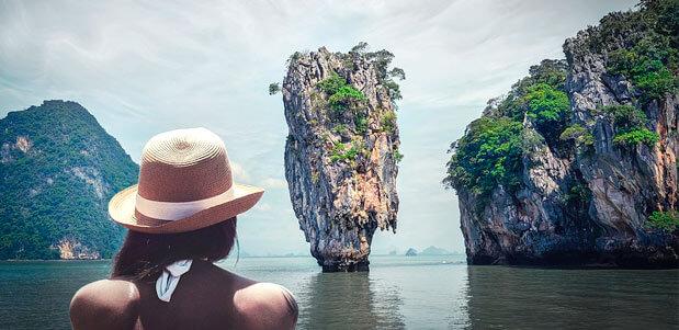 Chica Turista en su viaje a las playas de Tailandia