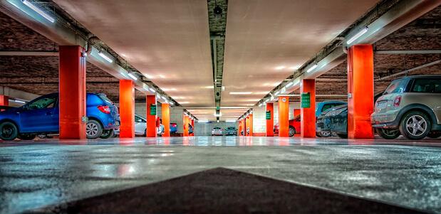 Parking en los aeropuertos de España. La tarea antes de vacacionar en ciudades como Sevilla, aeropuerto de Málaga, Aeropuerto de Barcelona, Valencia, Madrid y Bilbao.