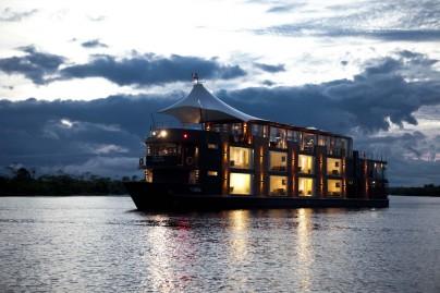 crucero por el amazonas agua